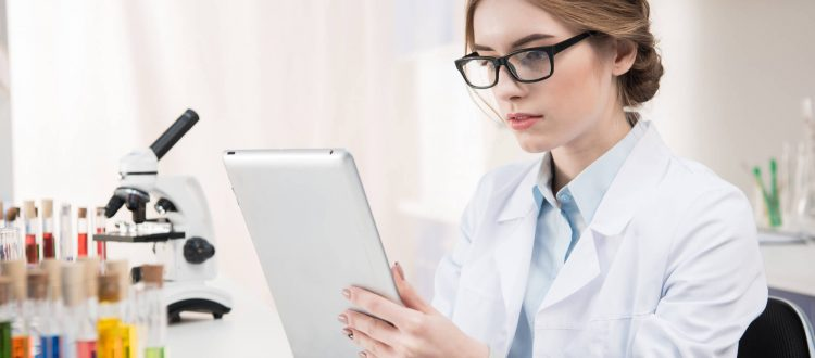 Afinal, como posso fazer uma gestão laboratorial eficiente?